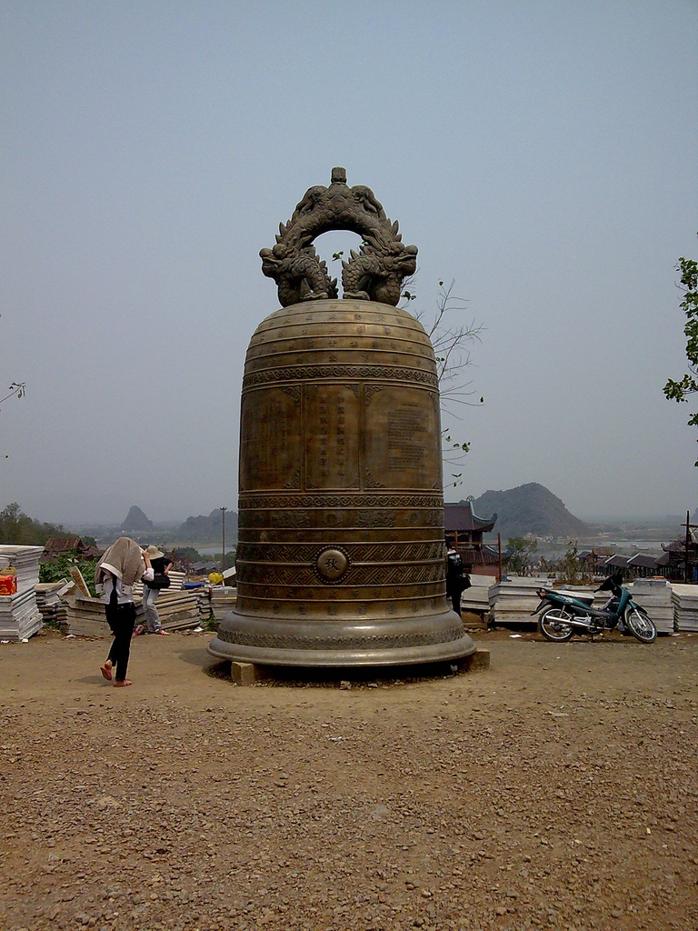 chuông lớn ở chùa Bái Đính