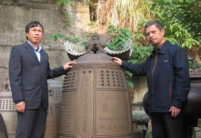 Đại gia Xuân Trường (bên trái)