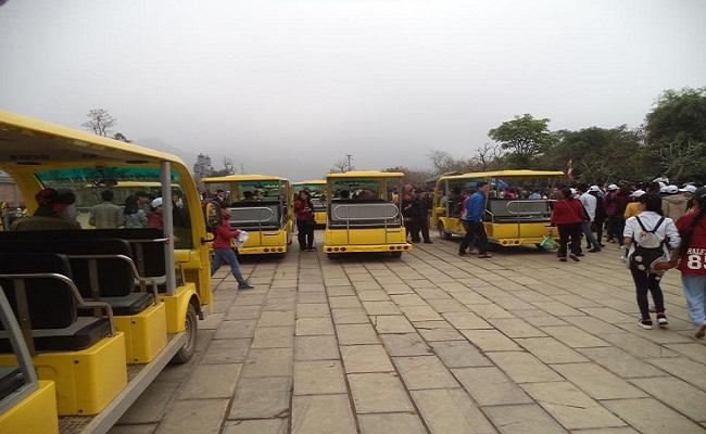 Xe điện thăm quan chùa Bái Đính