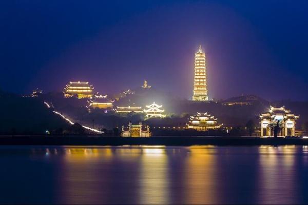 Tháp Xá Lợi đẹp nhất về đêm