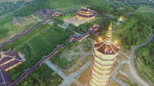 Toàn cảnh chùa Bái Đính nhìn từ Bảo Tháp Xá Lợi